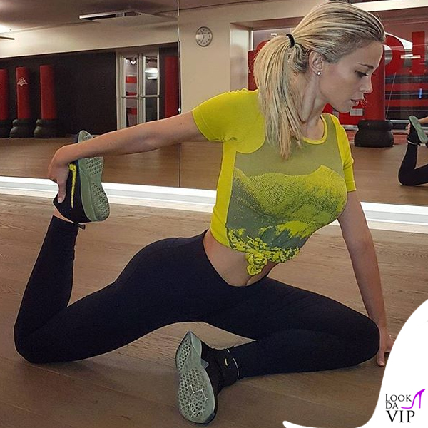 Diletta-Leotta-Diletta-Leotta-striptease-scarpe-Nike-8