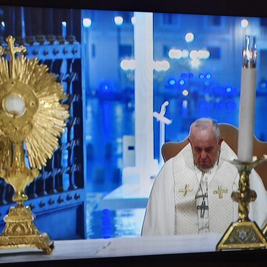 Papa-adorazione-2-904x904